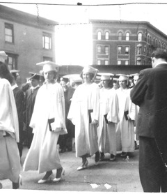 images4/1954GraduationProcession.jpg